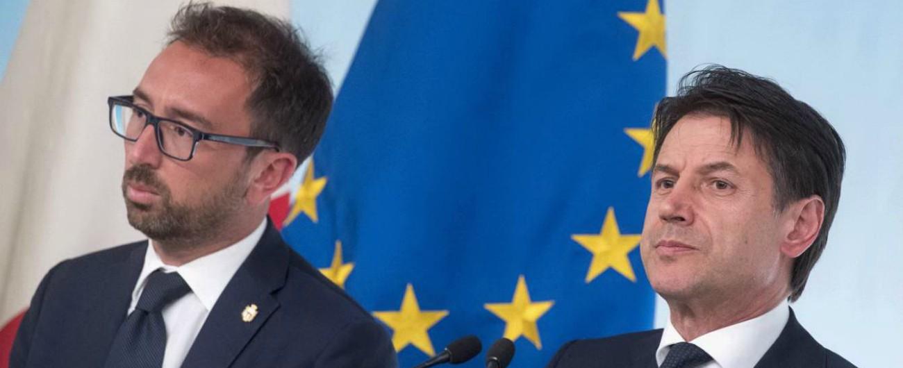 Bonafede e Conte con bandiera Europea