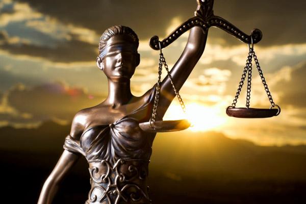 Le musa mancanti : Nera , rosa … trasparente : Cronache multicolori >  - Pagina 3 Giustizia-1
